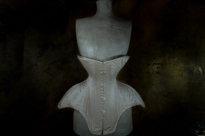 This corset, being so heavily historical, was made with a single layer of duchess as per so many of the extant Edwardian corsets I've seen. Interior casings made from the same fabric hold artificial whalebone in place, whilst the construction is as authentic as I currently know to make it! Those of you who attended my 2014 class at the Oxford Conference of Corsetry have heard all about these special seams in the context of the Birds Wing style of corset (many many panels per side, even up to 22!), but truly I think that this particular style of patterning (swooping, straight-ish seams and large hip gussets) is what they were born to do...